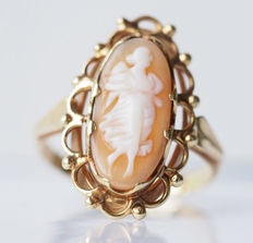 14 karat gold women's ring with an elegantly carved cameo – size 15 – circumference 55 – diameter 17.75 mm – No reserve