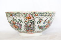 Large, Famille Rose bowl - China - 2nd half 20th century.