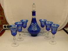 Bohemia - Nicely cut crystal decanter with six wine glasses, 20th century.