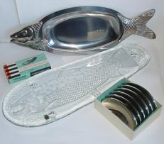 Lot with four culinary objects – fish platter glass, fish platter metal – 2 sets bones dishes.