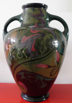 Plateelbakkerij Zuid-Holland - Large vase with ear and iris decor - 43 cm