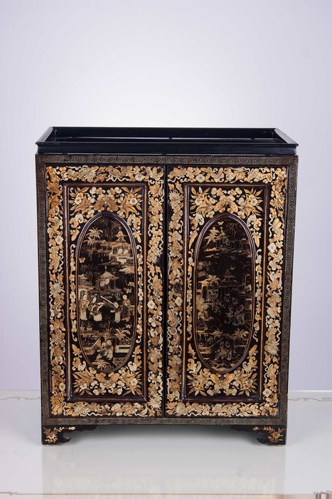 Small Chinese cabinet in black lacquer with golden decorations ...