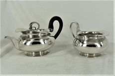 Silver tea pot and creamer with filet edges, separate lid with snake as knob, T.G. Bentveld, Amsterdam, 1825
