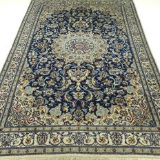 Nain – 242 x 160 cm.– ¨Persian carpet in royal blue – With silk – In beautiful condition¨.