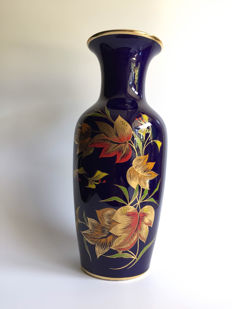 Royal Porzellan Bavaria KPM-Vase in real cobalt with floral decoration