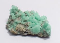 Fragment from vein of Emerald - 49.7 mm x 29.9 mm x 12.6 mm - 21.13 gr - 105.6 ct