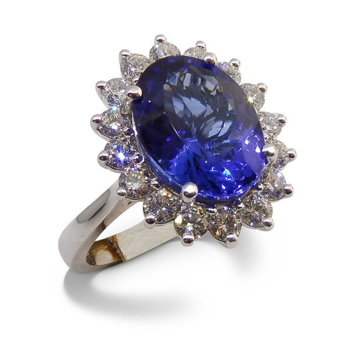 Tanzanite and diamond 18 kt Ring, 4.02ct Centre Stone - Size 6.5 (US)