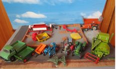 Märklin / Schuco / Other - Scale 1/43 - Lot with Unimog, Tractors, Trailers, Agricultural Appliances, House Construction