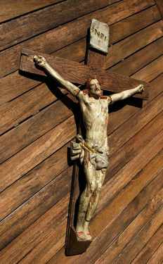 Crucifix with living Christ, polychrome wood, XVIIth century.