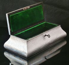 Huge Antique Hammered Silver Jewelry Box Casket, London 1903, William Comyns