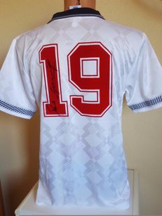 Paul Gascoigne - original signed shirt England + COA with photo of signing session