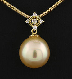 South Sea cultivated pearl-brilliant pendant, gold, 10.5 mm, 750 yellow gold ---no reserve price---