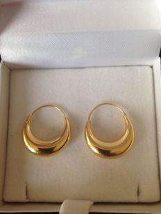 Yellow gold (18 kt) earrings weighing 2.7 g and measuring 20 mm in diameter – No reserve