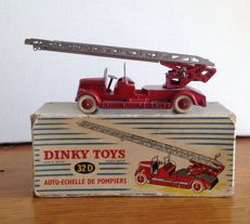 Dinky Toys - France - Scale 1/48 - Fire brigade turntable ladder - No.32 D