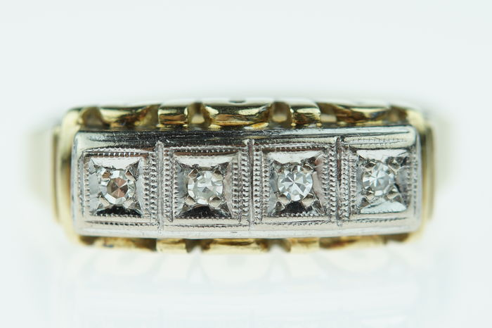 14 kt gold Art Deco ring, set with diamonds in white gold setting