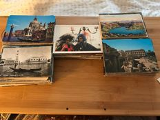 lot of 1000 various postcards, origin Italy, including 480 before 1950 in an album and 5 cards of Venice special format