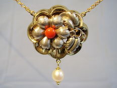 Victorian necklace with Moro coral cabochon