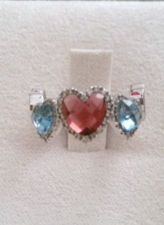 18 kt white gold ring with heart-shaped topaz, tourmaline and diamonds totalling 0.27 ct - Size: 12.5