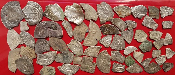 Spain - Lot of 55 silver dirham fragments, minted in the 10th century in the name of Abd al-Rahman III, Al-Hakam II, Hisam II, Muhammad and Sulayman.