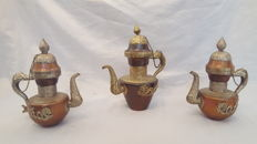 Cabinet of 3 copper teapot - India - second half 20th century