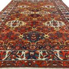 "Semi-antique Bakhtiar – 312 x 211 cm – ""Persian, richly decorated carpet in beautiful condition."""