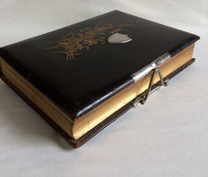Leather photo album from 1900 - the Netherlands - with 114 photos.