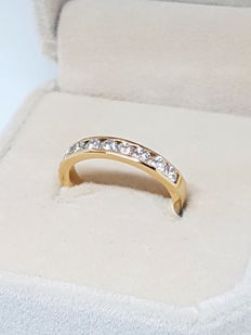 18 kt (750/1000) yellow gold ring with diamonds totalling 0.72 ct - Size: 10 (Spain) / 18.5 mm.