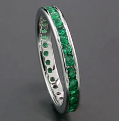 Eternity / memory ring with green emeralds made of 750 white gold *no reserve!*