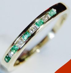 18 kt Yellow gold, diamond (0.08 ct) and emerald (0.10 ct), half eternity ring - Ring size: diameter 15.00 mm (can be resized).