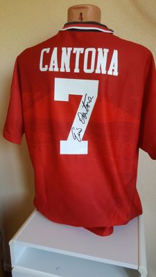 Eric Cantona - Official retro Manchester United Jersey no. 7 - hand signed by Cantona + COA incl. photoproof.
