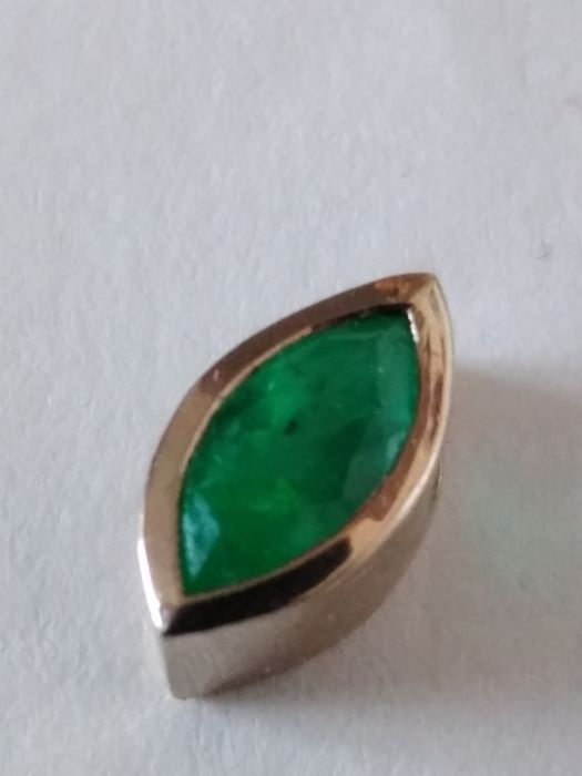 Emerald pendant in 18 kt white gold