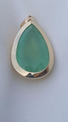 Exquisite pendant with Colombian emerald of 38.5 ct