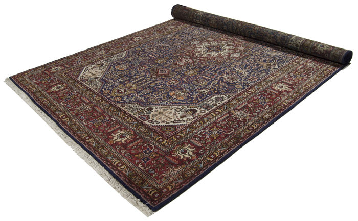 Very fine original, authentic Persian rug – Hand-knotted – Dimensions: 300 x 196 cm – With certificate of authenticity signed by an official appraiser (Galleria Farah 1970) – 94724