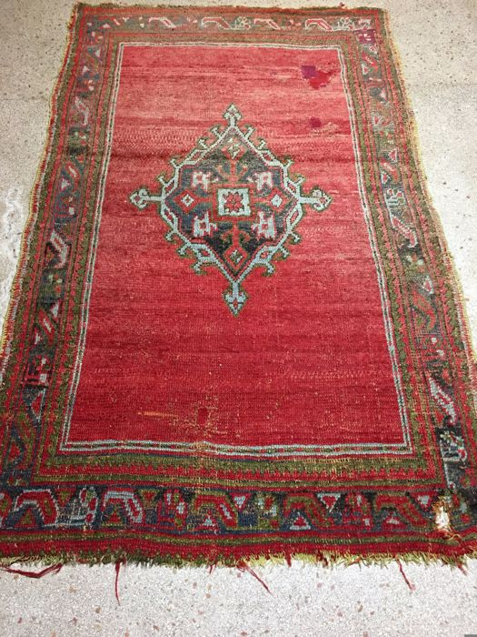 Persian Antique Carpet Ushak 215 x 133 cm