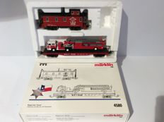"Märklin H0 - 4580  -  Wagonset ""Texas""  - Caboose with flat-car loaded with  Fire-truck (1277)"
