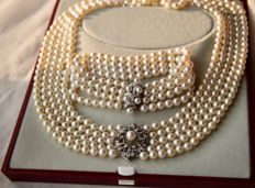 Pearl set: Five-row and four-row genuine sea/salt pearls AAA. White gold 18kt./750 necklace and 585 bracelet in floral form full with small diamonds G/VVS and pearls. Excellent!!!