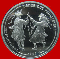"""Portugal – 1,000 escudos silver coin. Ibero-American Numismatic Series """"Traditional Dance and Costumes"""" - 1997. 3rd Ibero-American Series. Danza Dos Pauliteiros."""