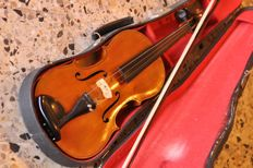 Lot consisting of a 4/4 violin -  copy of ANTONIUS STRADIVARIUS CREMONENSIS 1716 - THE LONDON VIOLIN CO LTD