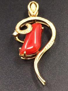 18 k red coral pendants - diamonds 0.17 ct