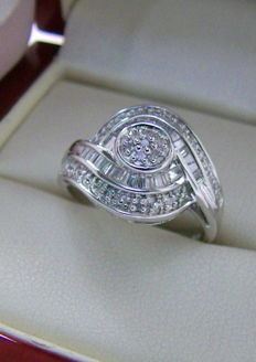 925 silver ring with 44 diamonds totalling approx. 0.25 ct.