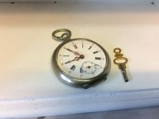 Men's pocket watch with key - 1901-1949