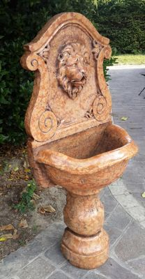 Beautiful red Verona marble fountain, decorated with a lion head - Italy - around 1900-1920