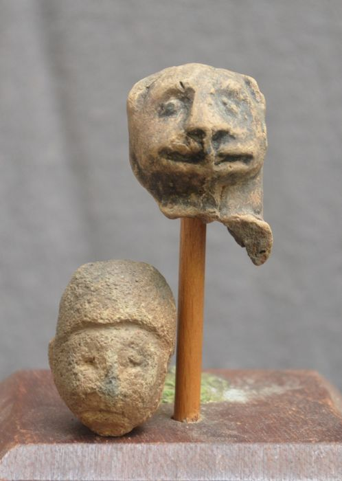2 Pre-Columbian pottery heads one of a statue/idol and one feline head - 4.4 cm  (2)
