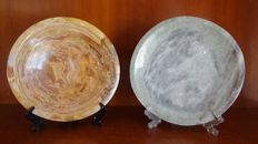 Solid plates, carved in mineral Tiger´s Eye and green agate - 3.420 Kg (2)