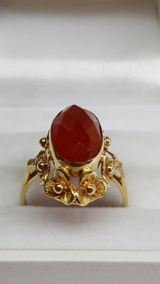 14 kt yellow gold handmade ring set with agate