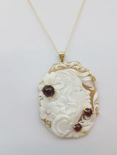 Necklace in 18 kt yellow gold with Torre del Greco's cameo and ruby – 45 cm
