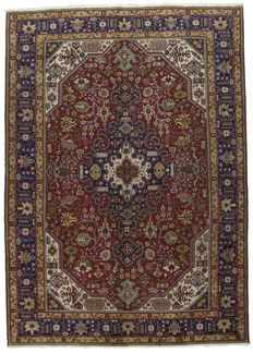 Authentic, original Oriental Persian rug – Antique manufacture (1960-1970) – Hand-knotted – Dimensions: 295 x 210 cm – With certificate of authenticity signed by an official appraiser (Galleria Farah 1970) – 94722