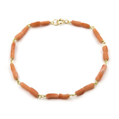 18 kt/750 yellow gold - Bracelet - Coral with irregular shape - Spring ring clasp – Length: 19 cm (approx.)