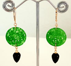 Earrings with jade and onyx, made of 585/1000 gold, length: 5.9 cm