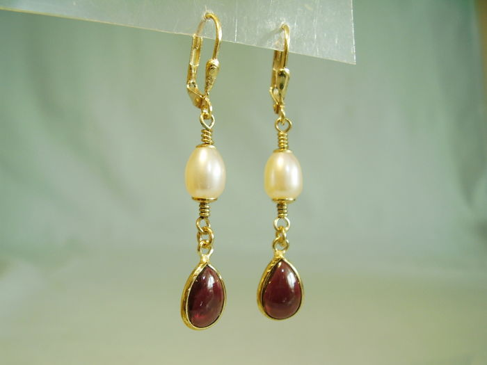 Earrings with garnet drops (4 ct) and real white cultured pearls